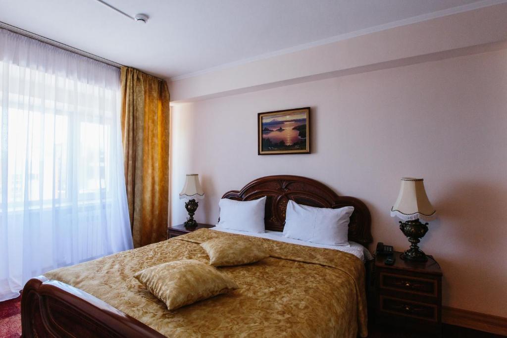 Кровать или кровати в номере Отель Петропавловск