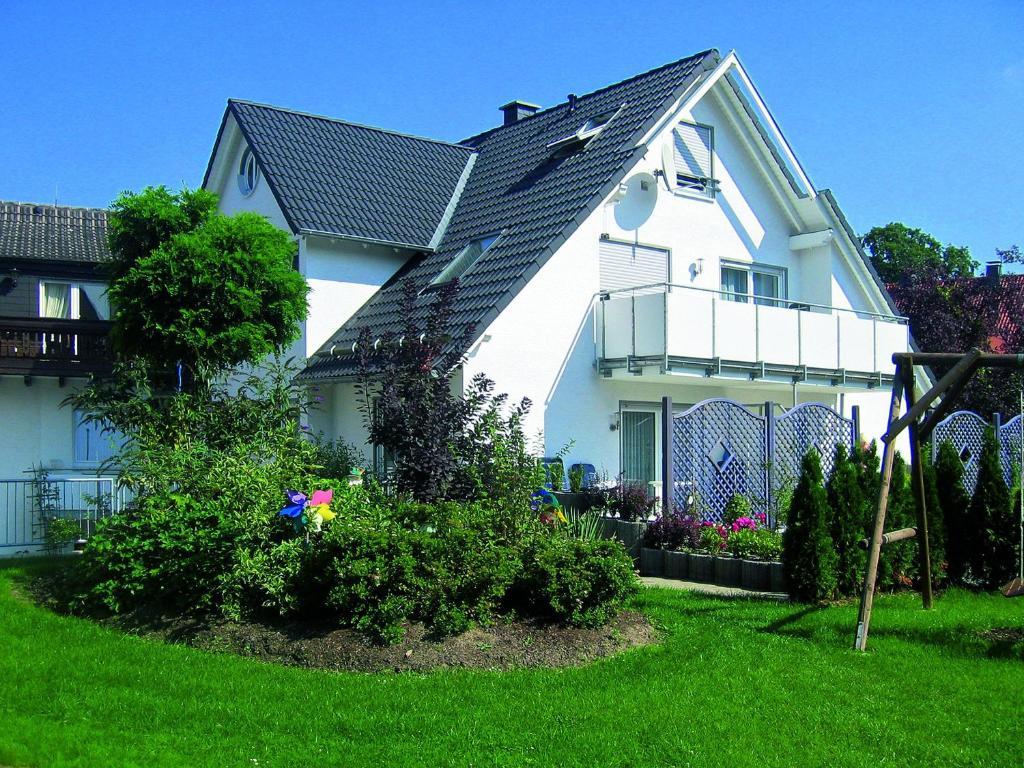 A garden outside Albrecht-Jäger Fewo