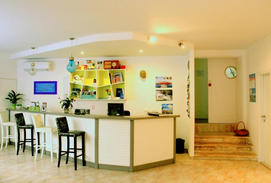The lounge or bar area at Hostel Mare