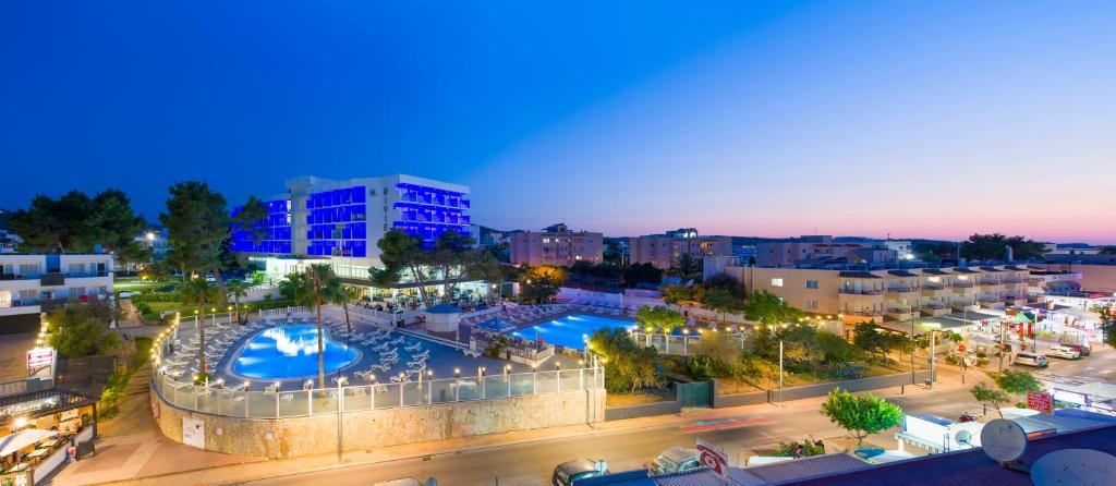 Uitzicht op het zwembad bij Hotel Playasol Riviera of in de buurt