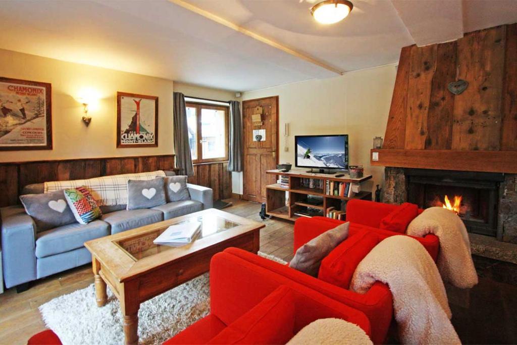 The lounge or bar area at La Ferme des Praz apartment - Chamonix All Year