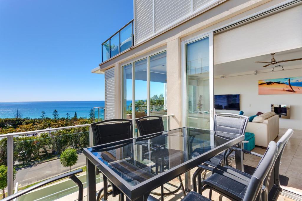 A balcony or terrace at Dee's Retreat Rainbow Beach