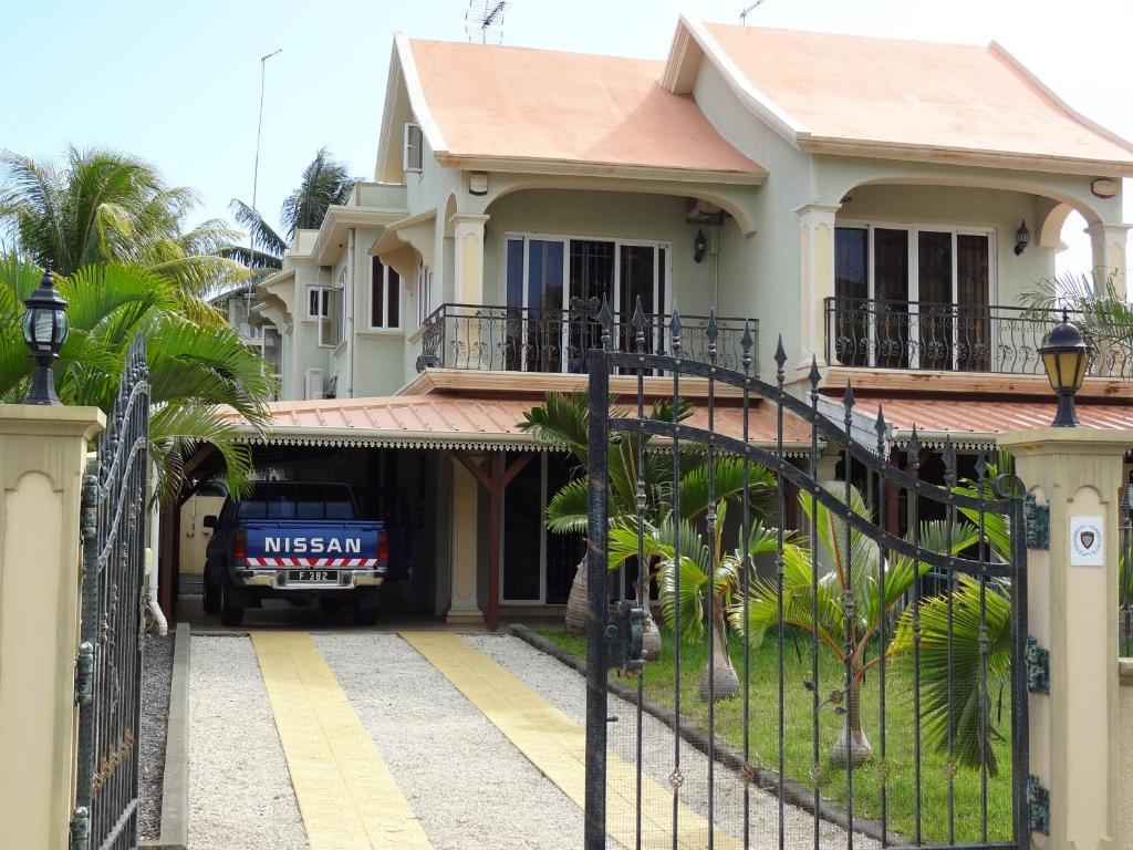 The facade or entrance of Beau seaside villa
