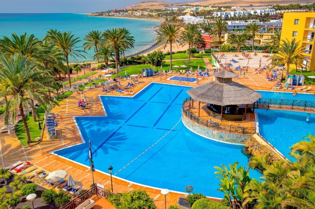 Widok na basen w obiekcie SBH Costa Calma Beach Resort Hotel lub jego pobliżu