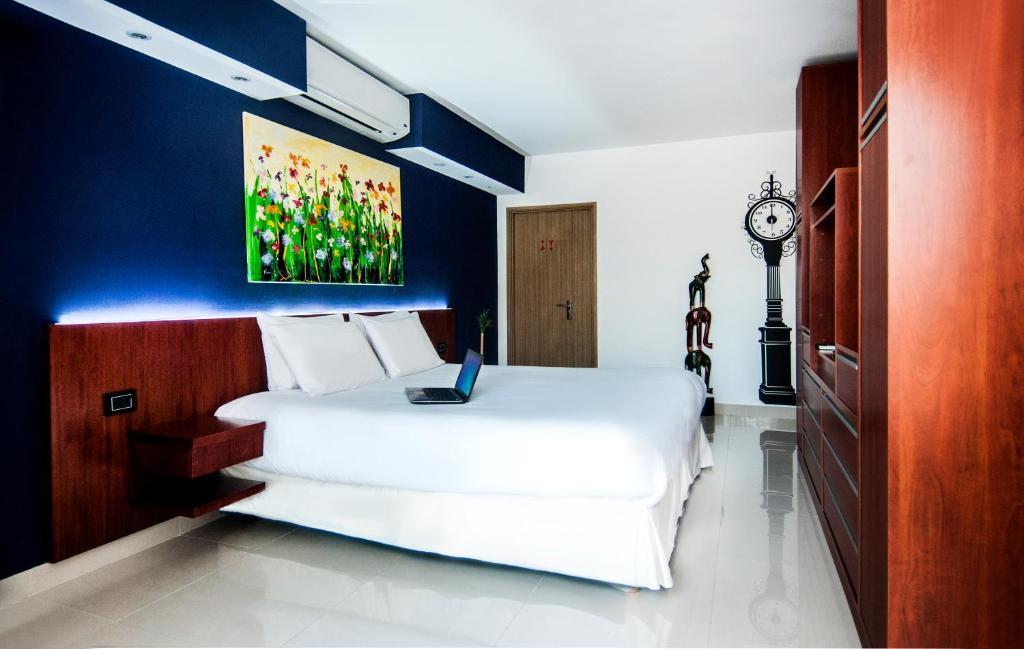 Una cama o camas en una habitación de Apart Hotel Shoshana