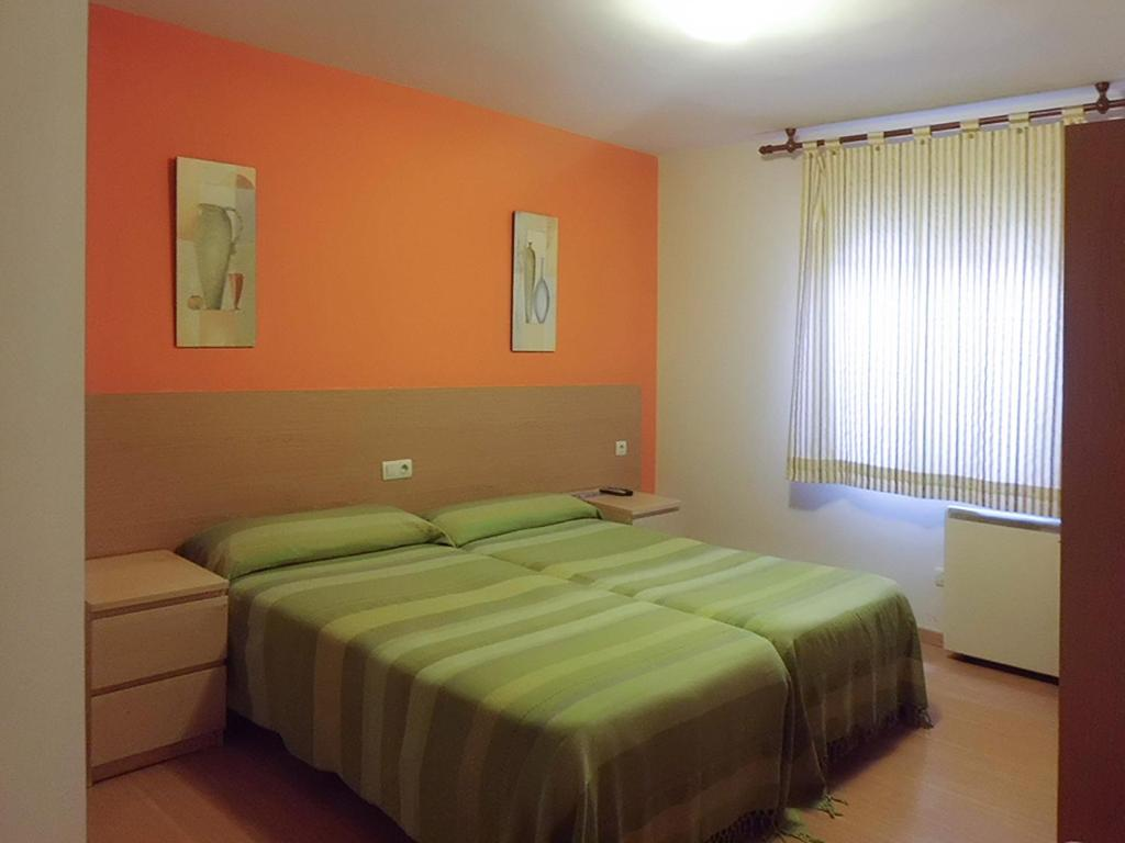 A bed or beds in a room at Hostal Caracas