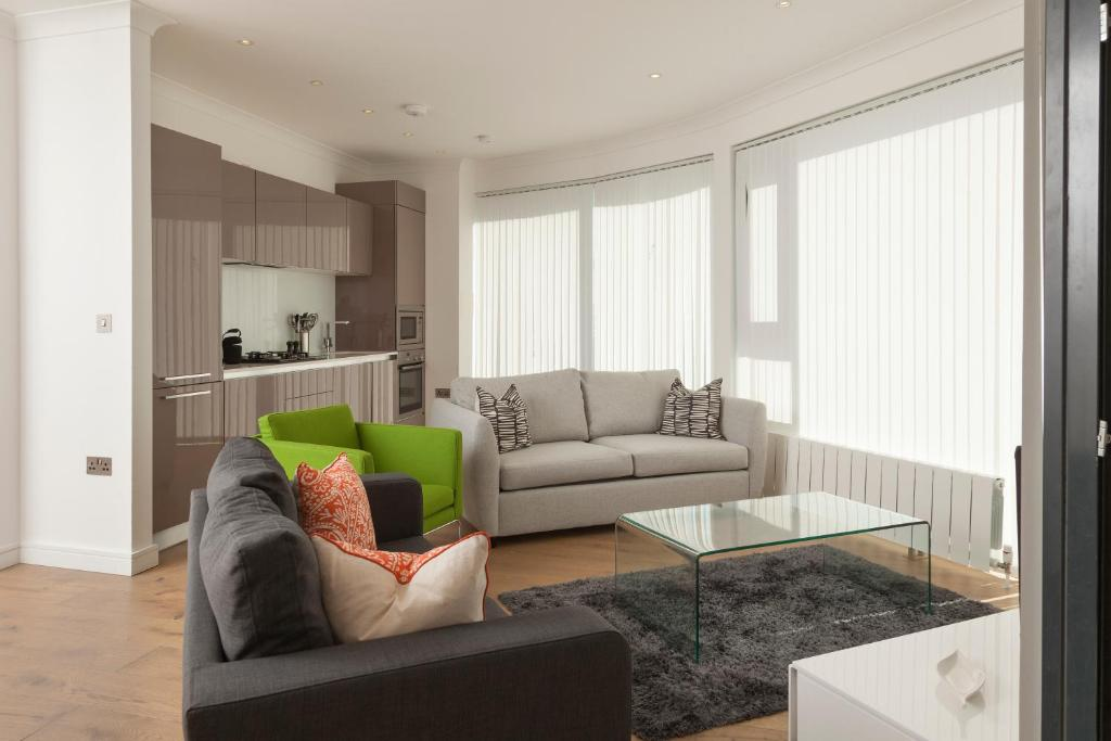 En sittgrupp på Deluxe London Bridge Apartment