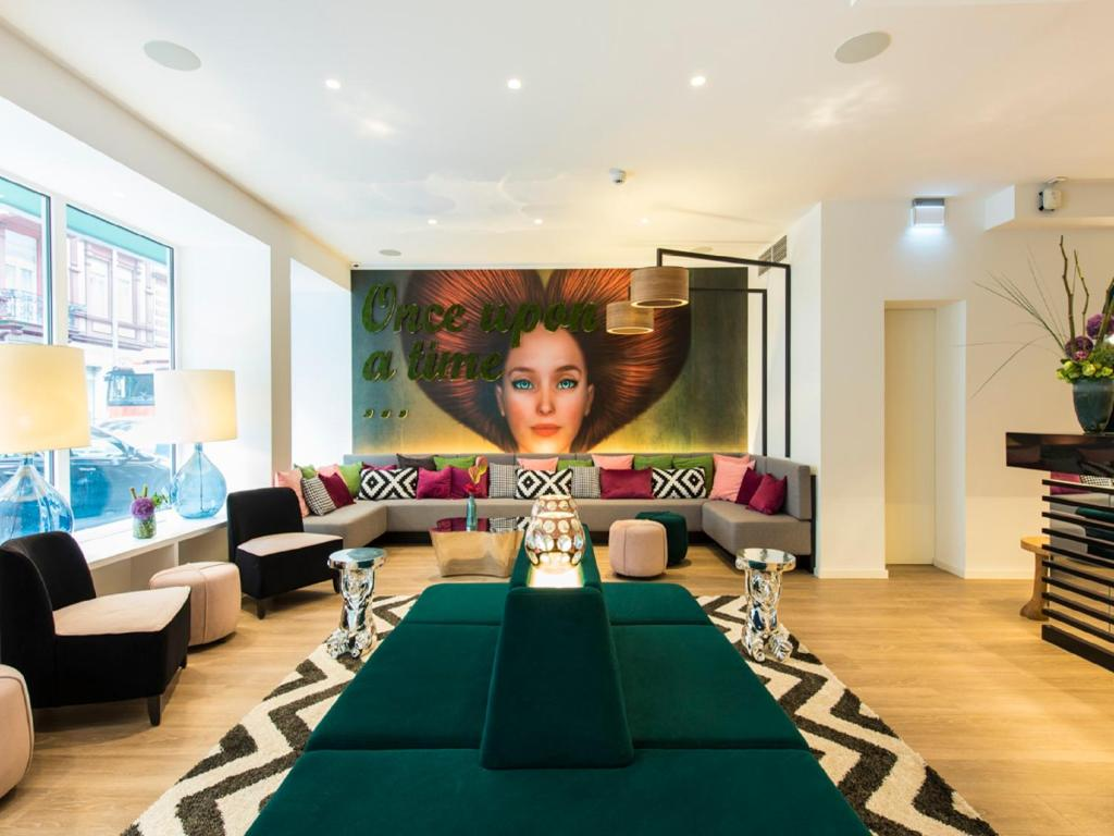 The lounge or bar area at Ambassador Hotel