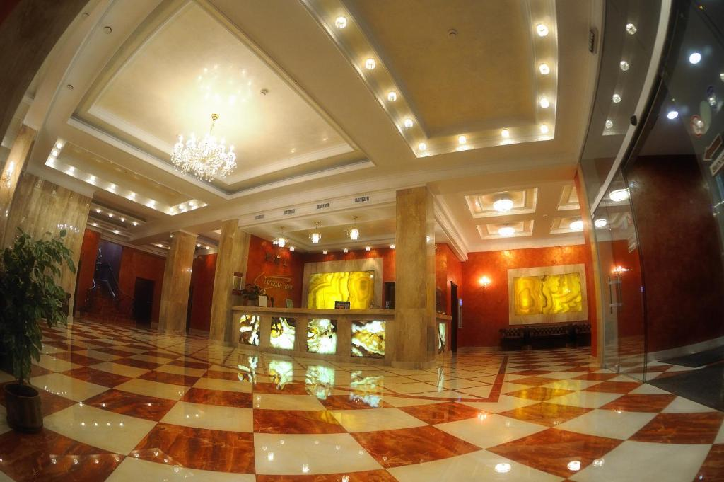 The lobby or reception area at Hotel Mir