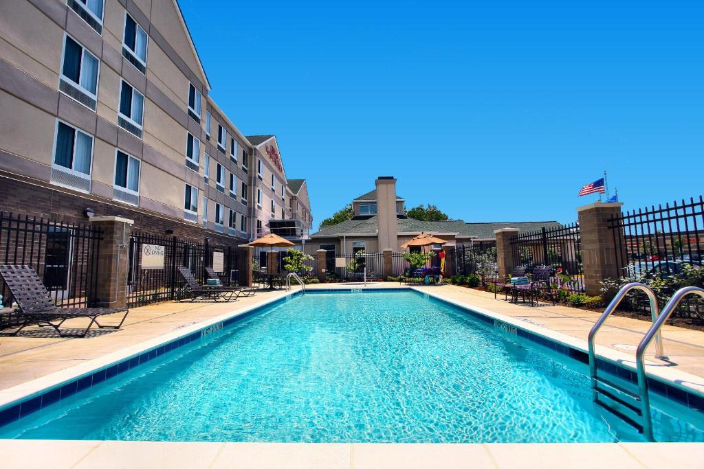 The swimming pool at or near Hilton Garden Inn Annapolis