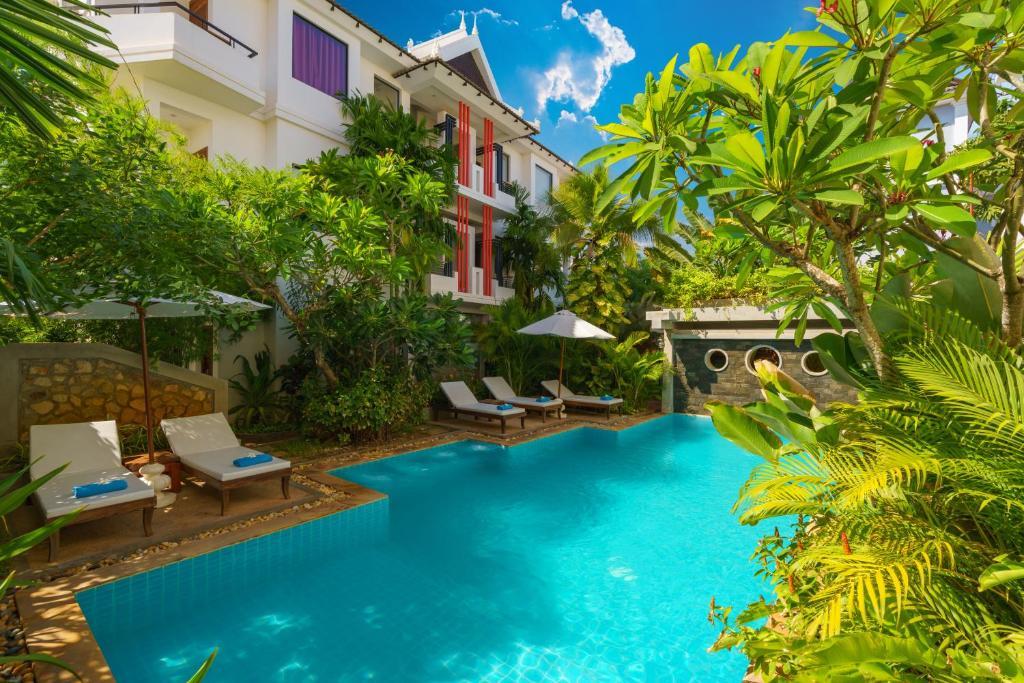 Der Swimmingpool an oder in der Nähe von Primefold Hotel
