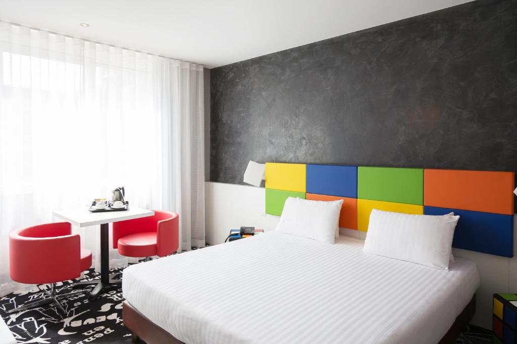 A bed or beds in a room at Hotel Tristar
