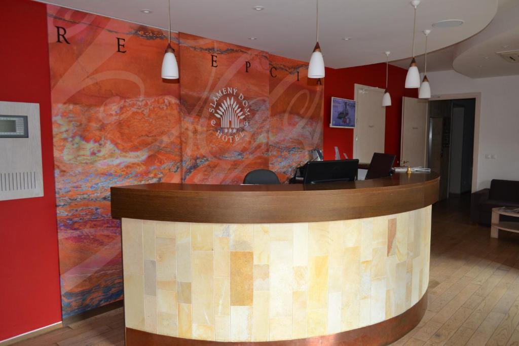Lobby alebo recepcia v ubytovaní Hotel Slamený dom