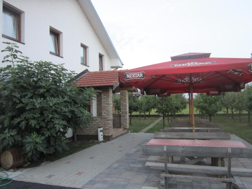 A porch or other outdoor area at Pansion Laktaši