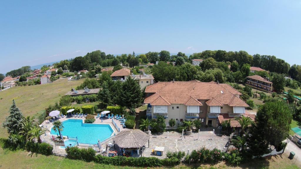 Θέα της πισίνας από το Ξενοδοχείο Λείβηθρα  ή από εκεί κοντά
