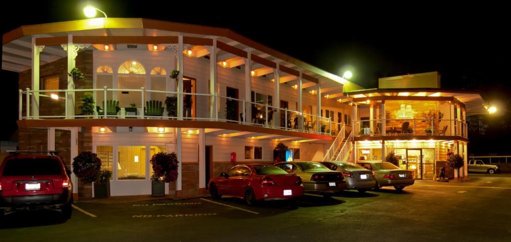 The facade or entrance of Breakers Boutique Inn