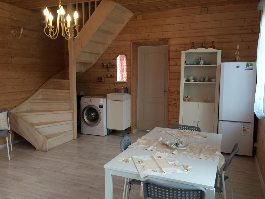Кухня или мини-кухня в Загородный дом с Баней