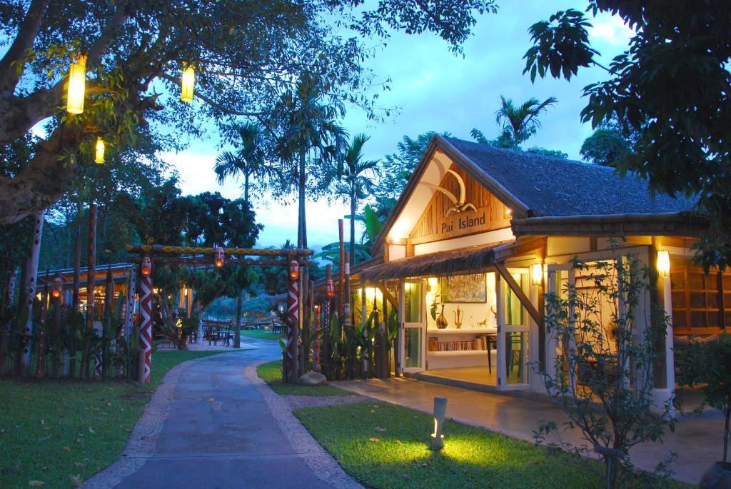 A garden outside Pai Island Resort