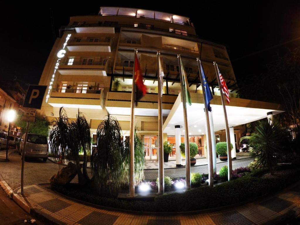 A fachada ou entrada de Hotel Continental Luanda