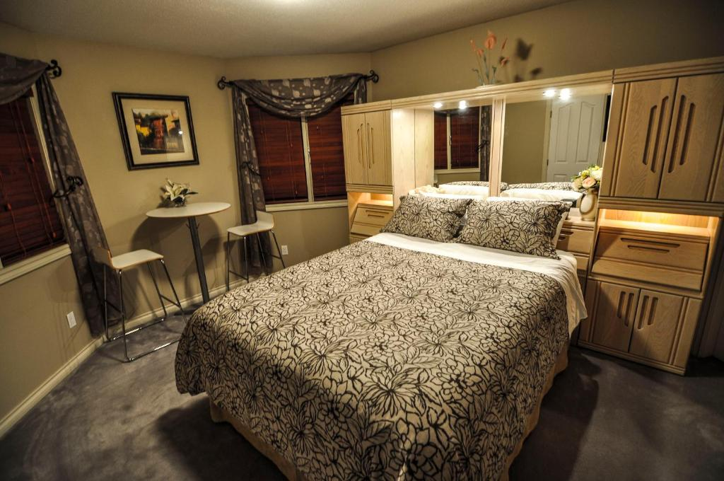 A room at Cornerstone Bed and Breakfast