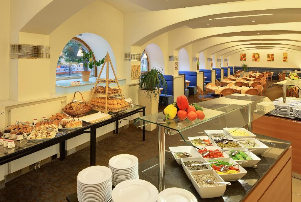 אוכל במלון או בסביבה