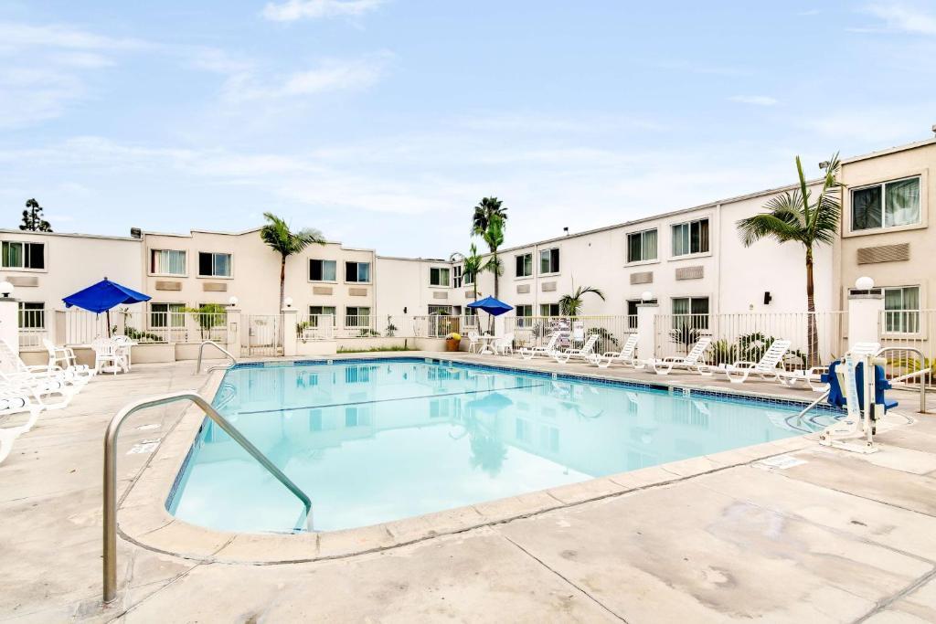 The Motel 6 Carson CA.