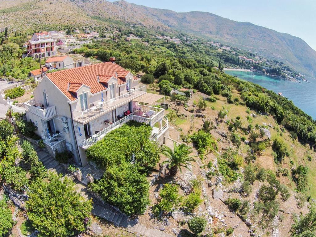 Vue panoramique sur l'établissement Apartments Lira