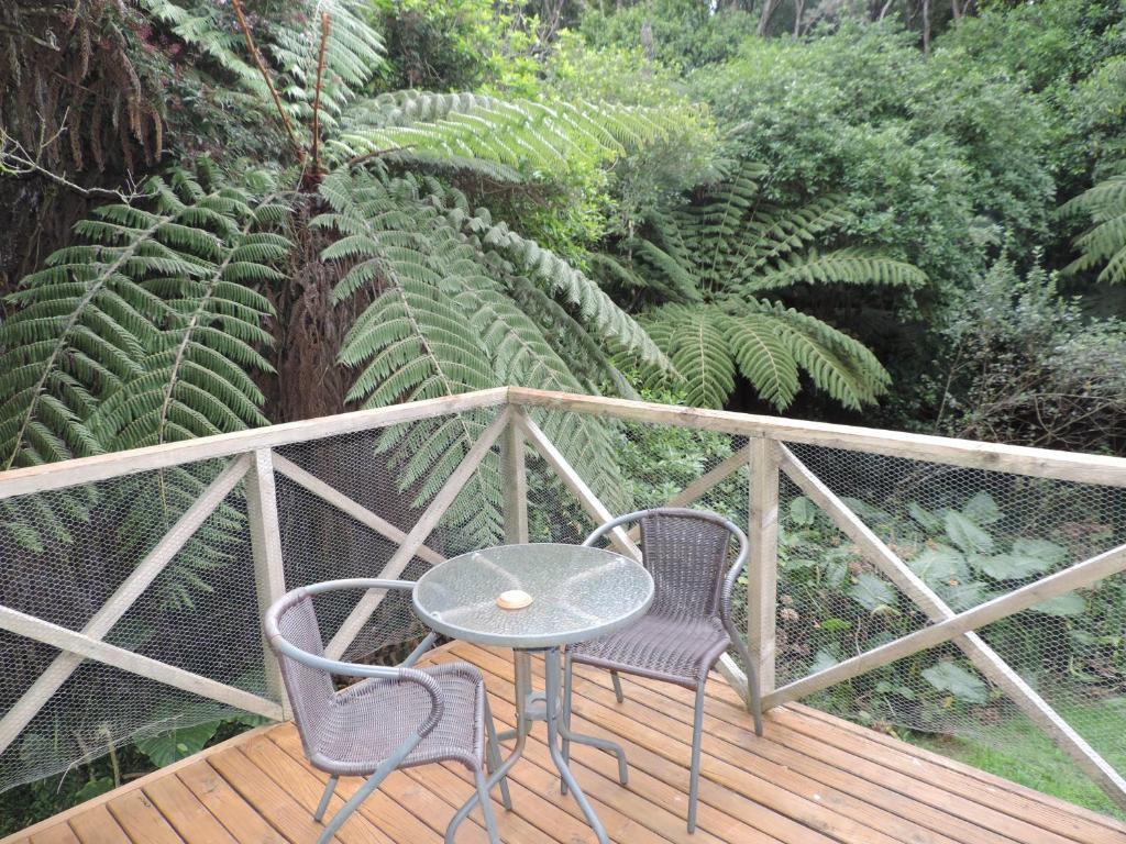 A balcony or terrace at Waiheke Island Punga Lodge