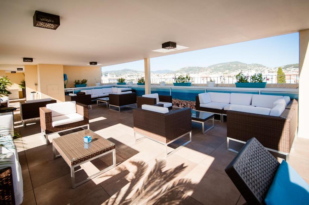 Ein Restaurant oder anderes Speiselokal in der Unterkunft Residhome Nice Promenade