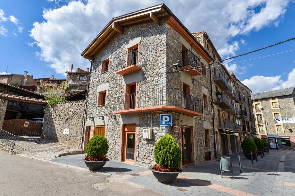 The facade or entrance of Apartaments Cal Xic