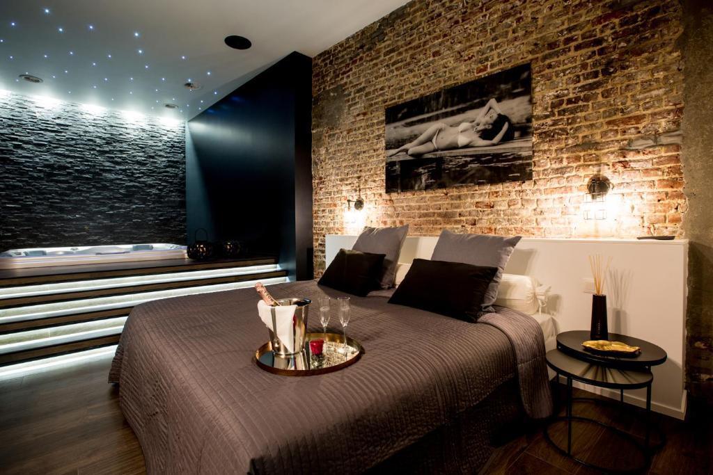 Drankjes bij chambre avec jacuzzi sauna privatif