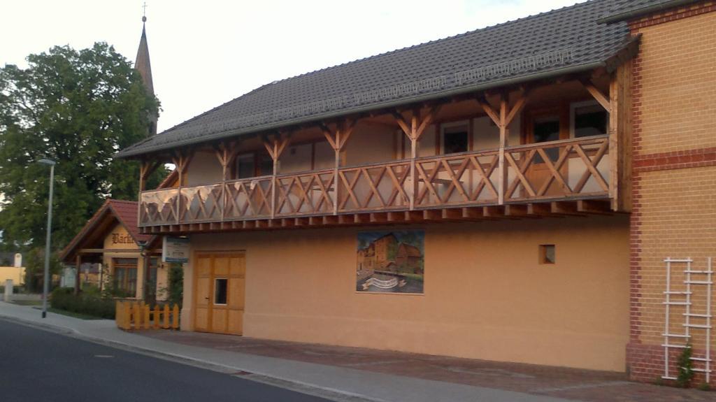 Eine Fassade oder ein Eingang zu Haus Hammermühle