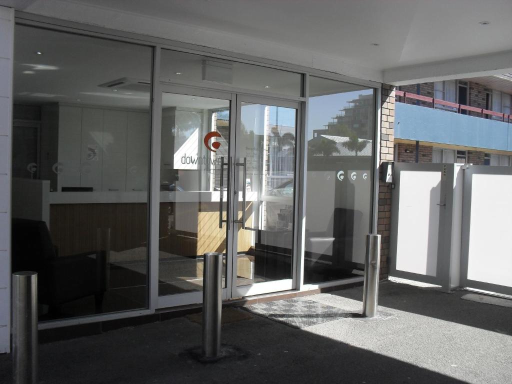 The facade or entrance of Downtown Motel