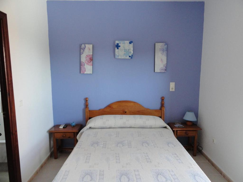 A bed or beds in a room at Hostal la Campa