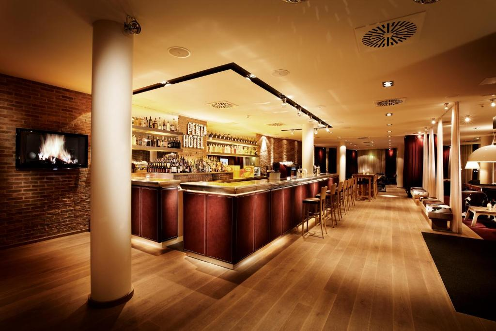 A restaurant or other place to eat at pentahotel Kassel