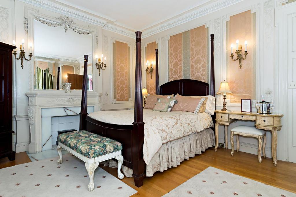 A room at Silver Fountain Inn