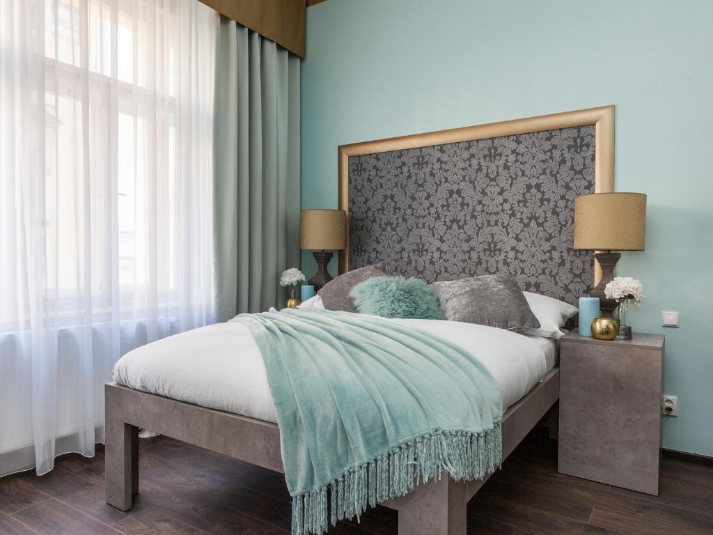 Letto o letti in una camera di Gorgeous Prague Rooms