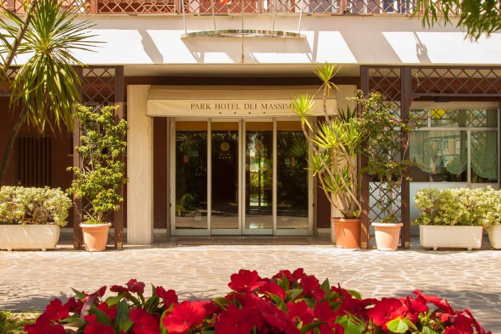 The facade or entrance of Park Hotel Dei Massimi