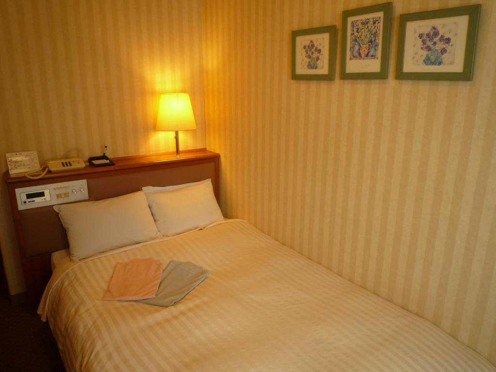 A bed or beds in a room at Hotel Crown Hills Koriyama