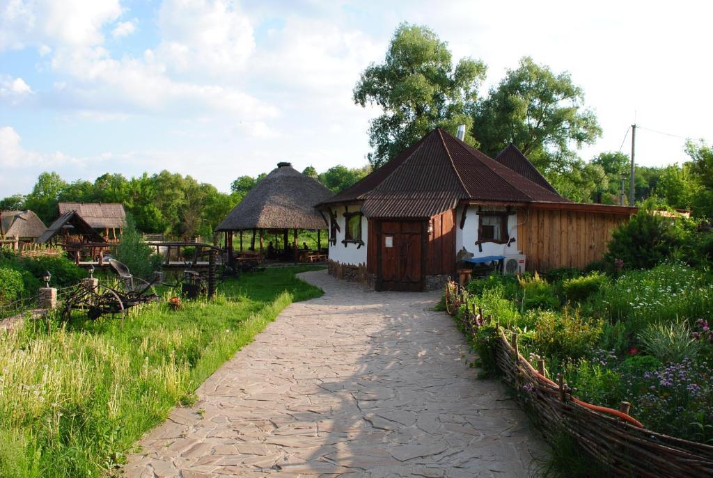A garden outside Dykyi Khutir