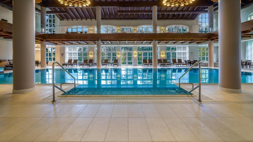 The swimming pool at or near Ana Hotels Sport Poiana Brasov