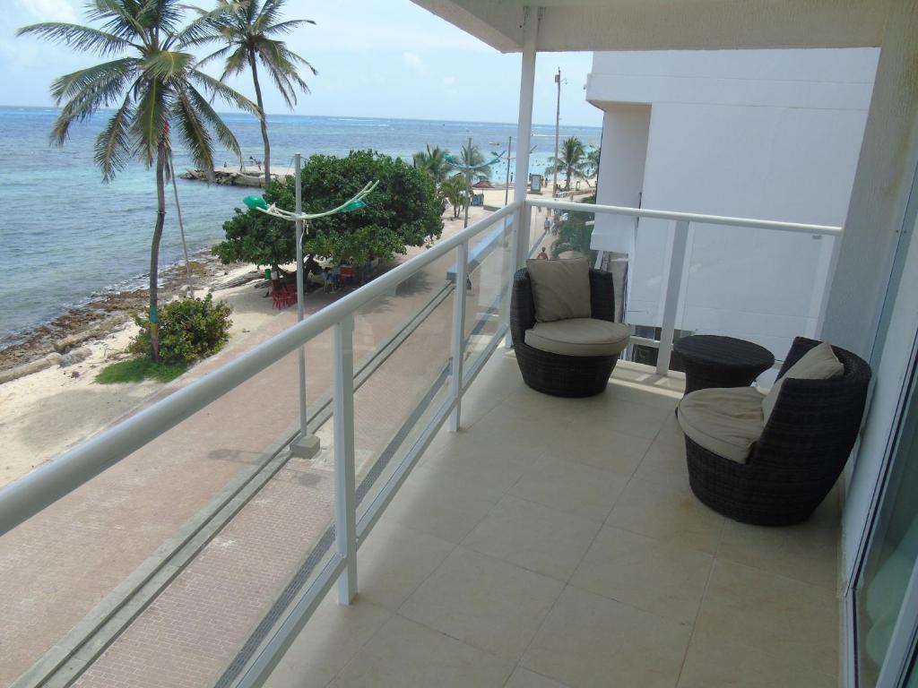 Un balcón o terraza de Caribbean Island Hotel