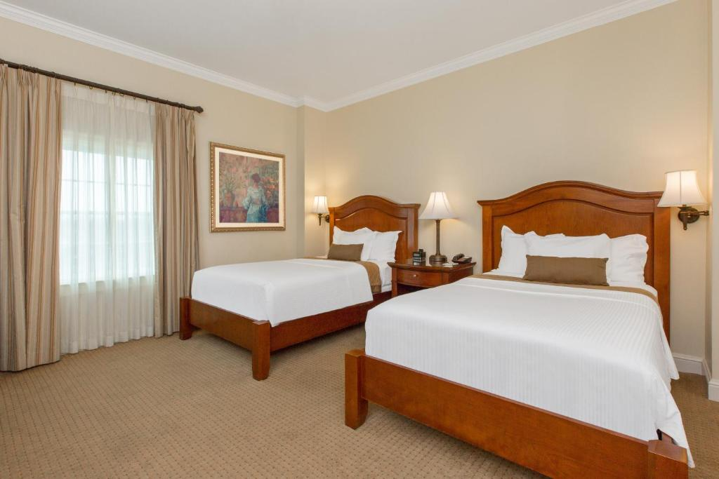 A bed or beds in a room at The George Washington - A Wyndham Grand Hotel