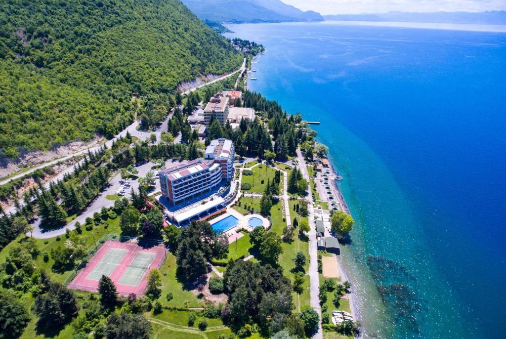 Een luchtfoto van Hotel Bellevue - Metropol Lake Resort