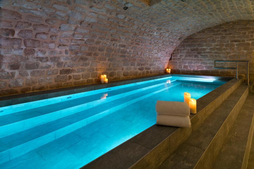 A piscina localizada em Hôtel Square Louvois ou nos arredores