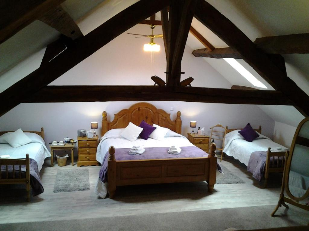 A bed or beds in a room at L'hermitage