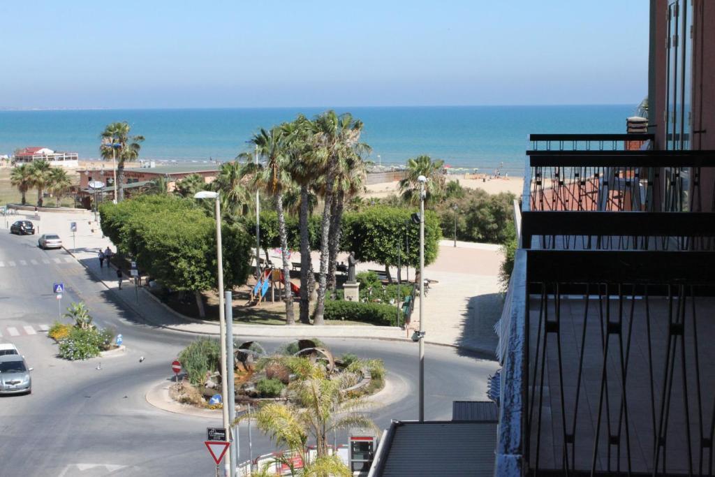 Balcone o terrazza di Case Vacanza Pietre Nere