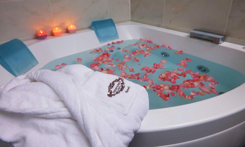 A whirlpool tub in a suite at Harry's Bar Trevi Hotel & Restaurant.