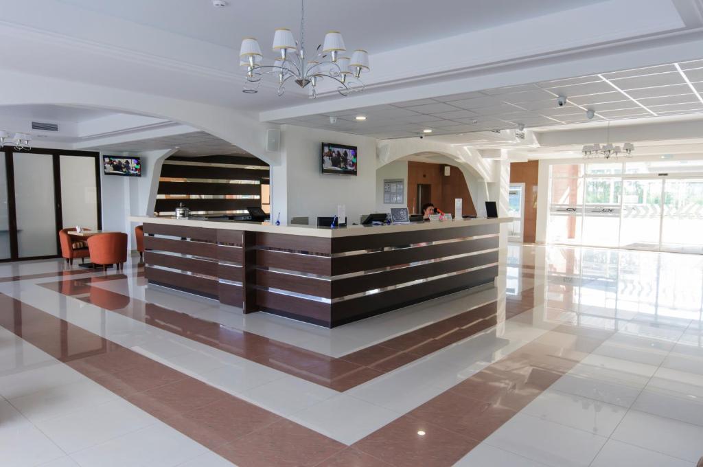 Лобби или стойка регистрации в Атрон-Отель