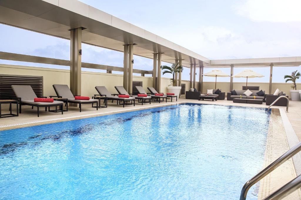 A piscina localizada em Centro Shaheen Jeddah by Rotana ou nos arredores